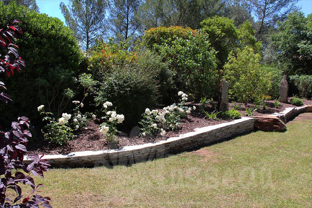 Terrasse et murets for Entretien jardin montpellier